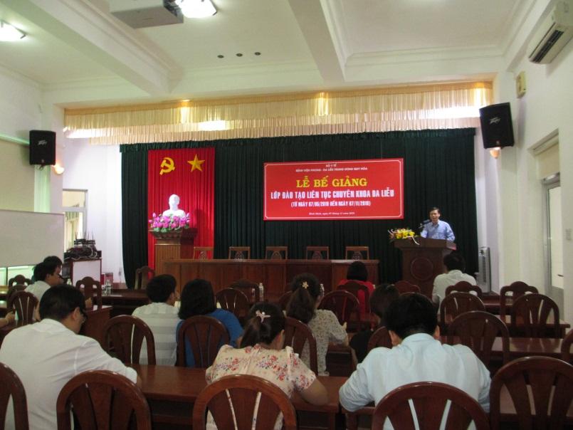 Ts.Bs. Vũ Tuấn Anh – Giám đốc Bệnh viện phát biểu tại buổi lễ bế giảng